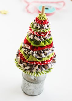 Learn how to make a fabric yo yo Christmas tree with this easy tutorial and free templates to help you along the way. A fun Christmas sewing project idea! Fabric Christmas Trees, Christmas Balls Decorations, Diy Christmas Tree, Christmas Animals, Christmas Ornaments, Christmas Ideas, Tie Crafts, Wreath Crafts, Christmas Tree Template
