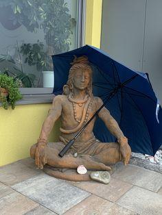 Trotz Regenwetter haben wir gute Laune in unserer Kahi Office. Heute haben wir zur Abwechslung neben unseren Seminaren einen Praxistag und freuen uns schon darauf unsere Klienten willkommen heißen zu dürfen. Buddha, Statue, Motivation, Life, Art, Rainy Weather, Craft Art, Kunst, Gcse Art