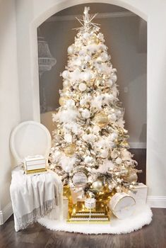 Impressive White Christmas Tree Designs Ideas To Try In 2019 White Artificial Christmas Tree, White Christmas Tree Decorations, Elegant Christmas Trees, Merry Christmas, Pink Christmas Tree, Christmas Tree Design, Christmas Mantels, Holiday Decor, Xmas