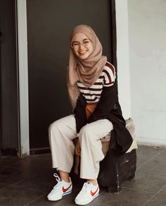 My inspiration hijab ootd inspo in 2019 мусульманская мода, Modern Hijab Fashion, Street Hijab Fashion, Hijab Fashion Inspiration, Ulzzang Fashion, Muslim Fashion, Modest Fashion, Fashion Outfits, Casual Hijab Outfit, Hijab Chic