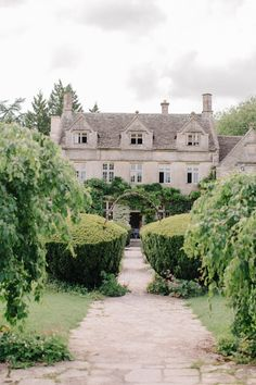 Outdoor Pastel Country Garden Wedding At Barnsley House In Cirencester