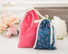 5-Minute Fabric Gift Bag   Tutorial   Free Pattern, diy gift bags, sewing drawstring bag, fabric bags, small pouch, coin pouch, bag and ribbon, sewing gifts, quick sewing projects, sewing for beginners, fat quarter bags