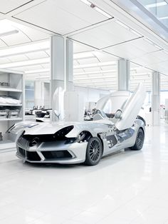 Mercedes-Benz McLaren SLR Stirling Moss at the production facility. Photo by Benedict Redgrove.