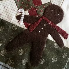 Going for the burnt cookie look with my Gingerbread man here.  That's what happens when you don't have the right color of wool. Looks like someone needs to go shopping for more wool. #woolapplique #primitivequilts