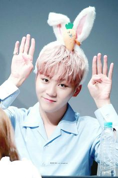 My husband can be cute and sexy sometimes it hurts.Seungkwan please I need to LIVE Woozi, Wonwoo, Jeonghan, Pop Bands, Hip Hop, Vernon, K Pop, Oppa Ya, Jeju