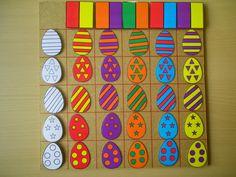 Matrix: 2 kleuren en versiering paaseieren Meer ideetjes rond thema Pasen: http://www.pinterest.com/liestr/