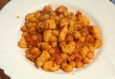 Csicseriborsós csirke Chana Masala, Poultry, Cauliflower, Chicken, Vegetables, Eat, Ethnic Recipes, Food, Merry