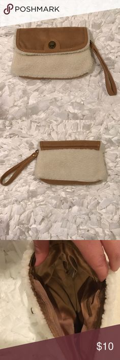 NWOT Bath & Body Works Wristlet FINAL PRICE NWOT Very Cute Wristlet From Bath & Body Works. Color is like a chestnut tan with a off white fleece/faux shearling like body. Turn knob entry. Lined in chestnut with no interior pockets. Bronze hardware. Faux suede. Pairs great with Ugg boots for a cute winter look! NO TRADES. FINAL PRICE Bath & Body Works Bags Clutches & Wristlets