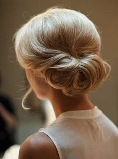 21 Formal Hairstyles for Medium Hair that Will Turn Heads Pictures