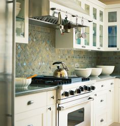Love the green/blue accents in this backsplash... it is very soothing and makes me think of vacations on the beach.