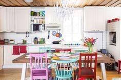 keittiö,keittiön sisustus,ruokailuryhmä,tuolit,pöytäliina