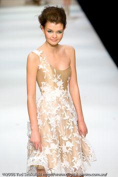Alex Perry - love his work! Semi Formal Dresses, Nice Dresses, Short Dresses, Amazing Dresses, Safari, Australian Fashion Designers, Alex Perry, Yes To The Dress, Couture Dresses