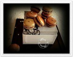 Quand le macaron s'habille d'or, ou de bronze, pour recevoir une gourmandise au chocolat craquant spéculoos.