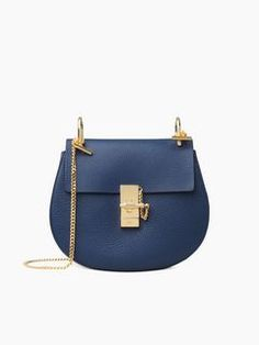 Discover Drew Shoulder Bag and shop online on CHLOE Official Website. 3S1031944