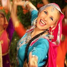Den danske sangstjerne Anita Lerche har udgivet endnu en single som forløber for sit kommende album. Nummeret Sammi er hendes personlige hyldest til Punjabs kvinder, som før og nu beriger kulturen gennem dans og musik. Hendes forrige nummer, Sadke Punjab Ton, har allerede fået flere end fem millioner visninger på Youtube, hvilket foreningen Word Music [...]