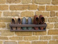 So come along with us and peek into the DIY 6 wooden boot rack or boot organizer ideas to do with your hands with less fuss and less money. You can build b Shoe Rack Room, Wall Shoe Rack, Hanging Shoe Rack, Hanging Shoes, Diy Shoe Rack, Wall Mounted Coat Rack, Shoe Storage, Storage Ideas, Hanging Closet