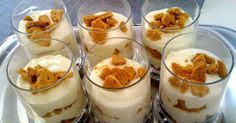 This Banana Caramel Cream Dessert is simply one of the most delicious desserts ever! this dessert has it all! Mason Jar Desserts, Greek Desserts, Individual Desserts, Small Desserts, Dessert Spoons, Dessert Dishes, Fun Desserts, Delicious Desserts, Dessert Recipes