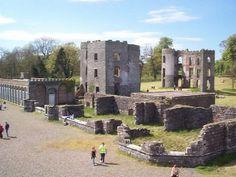 El Castillo de Shane, en Irlanda del Norte. En el norte de Irlanda emergen las ruinas del que promete haber sido un lugar en el que se definieron hechos importantes de la isla. El Castillo de Shane, en la ciudad de Antrim (cuyo significado en irlandés es Granja Solitaria),  es el más antiguo conservado de Irlanda del Norte, y está situado en las cercanías del lago Neagh, al noreste de la región. Es también el más grande de Irlanda del Norte, con 2.600 acres de terreno a orillas del lago.