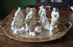 Holiday Ideas, Christmas Ideas, Christmas Crafts, Christmas Decorations, Spray Painting, Painting Tips, Silver Platters, Christmas Nativity, Christmas Inspiration