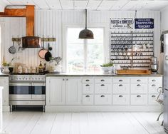 Vintage Kitchen Wall Decor Ideas Old Signs and Hooks Small Farmhouse Kitchen, Rustic Kitchen, Country Kitchen, Vintage Kitchen, White Farmhouse, Swedish Farmhouse, Kitchen White, Farmhouse Design, Rustic Design