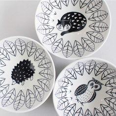 イラストレーター松尾ミユキさんデザインの、お茶碗サイズのボウルです。可愛いものが好きな女性へのプレゼントにぴったり。  1,000円(税抜) Decorative Plates, Ceramics, Tableware, Crafts, Home Decor, Artist, Ceramica, Pottery, Dinnerware