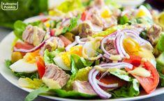 Sałatka nicejska z jajkiem i tuńczykiem. Idealna na szybki i lekki obiad. PRZEPIS Fish Salad, Tuna Salad, Cobb Salad, Salad Recipes, Shrimp, Salads, Ethnic Recipes, Food, Kids
