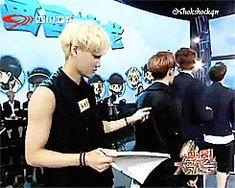 D.O's cute reaction to jongin's drawing