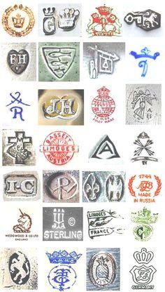Bilderesultat for Chinese Pottery Marks Identification Antique Dishes, Antique Pottery, Antique Glassware, Vintage Dishes, Vintage Items, Antique Bottles, Ceramic Pottery, Vintage China, Antique China