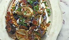 aubergines met kikkererwten, walnoten en dadels Mediterranean Recipes, Chutney, Vegetable Pizza, Healthy Recipes, Healthy Food, Veggies, Meat, Chicken, Baking