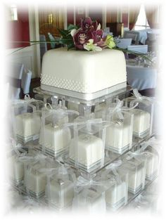 Mini wedding cakes http://media-cache4.pinterest.com/upload/61994932340022183_FOFbyG2E_f.jpg kathryn_d beautiful baking