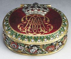 Queen Mary's patch box, circa 1694. Mary used this box to store the paper patches fashionable women of the 17th century used to cover facial blemishes, commonly smallpox scars, sometimes using as many as seven or eight at once