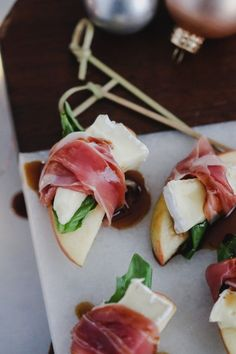 prosciutto wrapped apples with brie and balsamic - Yummi / Lecker - Appetizers Clean Eating Snacks, Healthy Snacks, Healthy Recipes, Healthy Brunch, Yummy Snacks, Vegetarian Recipes, Yummy Appetizers, Appetizer Recipes, Mexican Appetizers