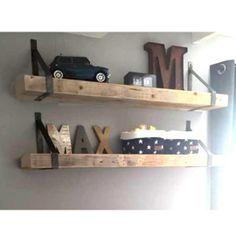 Wandplank Timber (met stalen dragers) Soccer Bedroom, Teen Bedroom, Bedroom Decor, Floating Shelves Bedroom, Built In Bookcase, Kid Beds, Boy Room, Interior Inspiration, Modern Design
