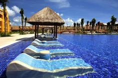 Sunbathing in the water – Barcelo Riviera Maya Resort in Playa del Carmen, Mexi