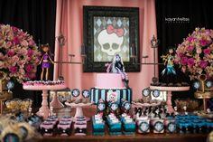 Enfim chegou os 7 anos da Valentina e sua linda festa de aniversário da Monster High!! E mais um trabalho lindo da Empório de Sonhos... Como a própria Vale