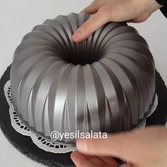 """14.9k Likes, 257 Comments - Yeşil Salata (@yesilsalata) on Instagram: """"Bir çok kek yapmışımdır ama bu kek benim favorim oldu 🙊🙊 Bu hafta kaçıncı kez yaptım bilmiyorum…"""""""