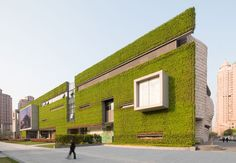 Completed in 2015 in Shanghai, China. Images by James and Connor Steinkamp. The much anticipated Shanghai Natural History Museum, designed by Perkins+Will's Global Design Director Ralph Johnson, has opened in Shanghai. Architecture Design, Green Architecture, Landscape Architecture, Public Architecture, Architecture Wallpaper, Amazing Architecture, Shanghai, Green Facade, Historia Natural