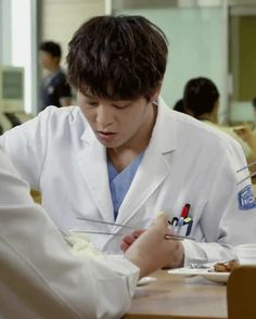 another Joo Won gif.  click on it! http://forums.soompi.com/discussion/comment/26445775/#Comment_26445775