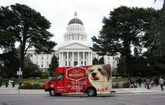 """Chegaram os """"food trucks"""" para cães: a moda agora invade o mundo pet!"""