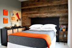 Love this pallet wall for a boy's room. Instantly masculine, yet the orange keeps it contemporary.