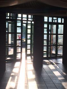 We Love Sports Saison Party 2015 Sportzentrum Alte Au Stockerau, am nächsten Morgen Sonne dringt durch den Haupteingang ins Foyer. Sidewalk, Party, Centre, Sun, Mornings, Fiesta Party, Parties, Pavement, Curb Appeal