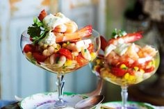 Spicy prawn cocktails with corn & white beans FAB Slimming World friendly - sub yog or Fromage Frais for sour cream! Great idea for more free and superfree! Prawn Starters, White Bean Recipes, Spicy Prawns, Oven Vegetables, Prawn Cocktail, Cooking Whole Chicken, Ukrainian Recipes, Food Fantasy, Apple Salad