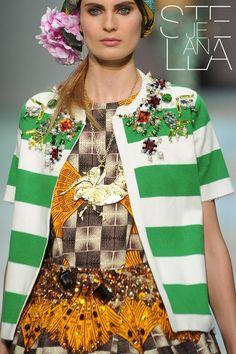 Stella Jean SS 2014  Segni Particolari: Stella Jean... Il colore è il punto focale della collezione primavera/estate 2014 - #spring #summer #collection #style #fashion #woman #ss2014 #shopping #moda #stellajean  http://bit.ly/1mJeqSe