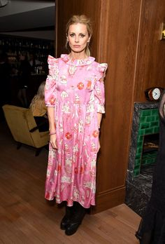 LONDON, ENGLAND - APRIL Laura Bailey attends the launch of issue 6 of the IngŽnue Magazine, in partnership with Koko Kanu, at Mortimer House on April 2018 in London, England. (Photo by David M. Benett/Dave Benett/Getty Images for The Ingenue Magazine) Laura Bailey, Outfits Primavera, Poppy Delevingne, Clothes Horse, Pop Fashion, Lilies, London England, Fashion Dresses, Cute Outfits