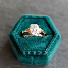 Elegant Engagement Rings, Deco Engagement Ring, Eclectic Wedding, I Love Jewelry, Moissanite, 1930s, Sculpting, Wedding Bands, Art Deco