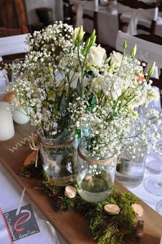 Beautiful white roses with Baby's breath! I love it, so perfect for a Aussie table center piece Wedding Table Decorations, Decoration Table, Table Centerpieces, Wedding Centerpieces, Rustic Wedding, Our Wedding, Deco Champetre, Table Centers, Centre Table