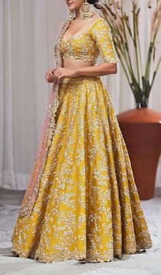 Buy Best Exclusive Colletion Of Bridal Lehengas, Women's Wedding cloth Indian Gowns Dresses, Indian Fashion Dresses, Dress Indian Style, Indian Designer Outfits, Lehenga Choli Designs, Wedding Lehenga Designs, Lehenga Designs Latest, Designer Bridal Lehenga, Bridal Lehenga Choli