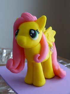 My Little Pony Cake Topper - Fluttershy. I wonder if I could pull this off? My Little Pony Party, Cumple My Little Pony, My Little Pony Fondant Tutorial, Mlp Cake, Unique Cake Toppers, 4th Birthday Cakes, Fondant Animals, Little Poney, Fondant Toppers