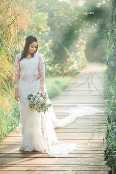 Kerala Wedding Saree, Wedding Sari, Bridal Sarees, Wedding Dresses, Indian Wedding Bridesmaids, Indian Bridesmaid Dresses, Christian Wedding Sarees, Christian Bride, Engagement Dresses
