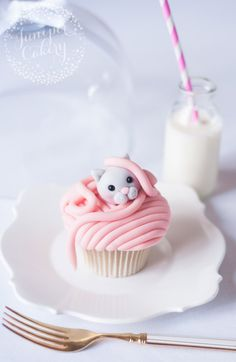 The Purrrfect Cupcake: Make Kitty Cat Cupcakes That Are (Almost!) Too Cute to Eat